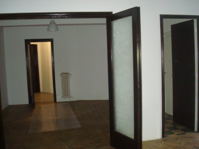 Bucuresti, zona Victoriei, apartament cu 3 camere de inchiriat, Nemobilat