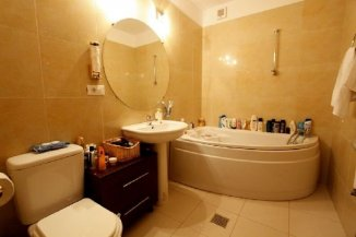 Apartament cu 3 camere de inchiriat, confort Redus, zona Herastrau,  Bucuresti