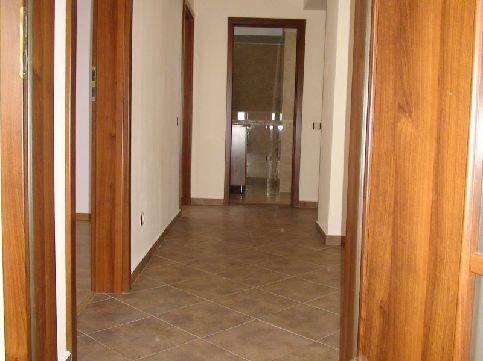 Apartament cu 3 camere de vanzare, confort Redus, zona Alexandriei,  Bucuresti