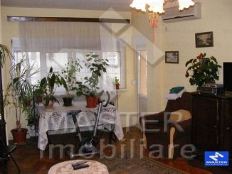 vanzare apartament cu 4 camere, decomandat, in zona Cotroceni, orasul Bucuresti