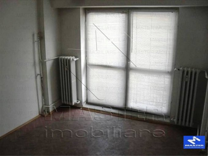 Bucuresti, zona Unirii, apartament cu 4 camere de inchiriat, Semi-mobilat