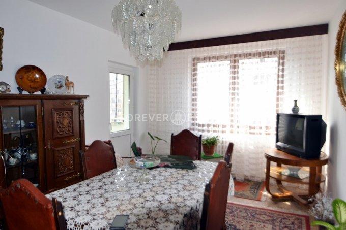 Apartament de vanzare in Bucuresti cu 4 camere, cu 1 grup sanitar, suprafata utila 80 mp. Pret: 86.500 euro negociabil.
