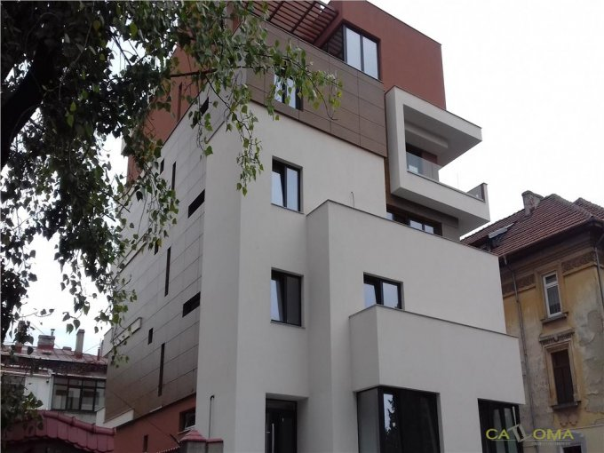 Apartament vanzare cu 4 camere, etajul 2 / 4, 2 grupuri sanitare, cu suprafata de 119 mp. Bucuresti.