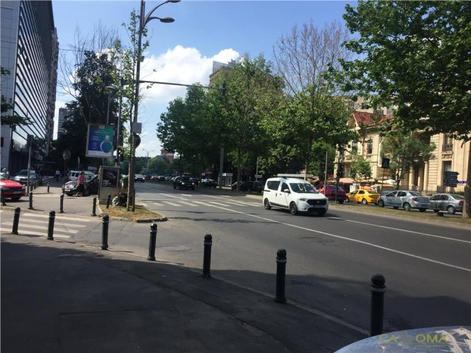 Apartament de inchiriat direct de la agentie imobiliara, in Bucuresti, in zona Piata Victoriei, cu 1.400 euro. 2 grupuri sanitare, suprafata utila 120 mp.