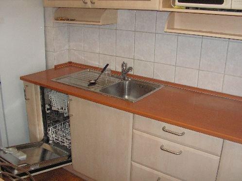 inchiriere apartament cu 4 camere, decomandata, in zona Unirii, orasul Bucuresti