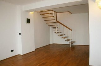 vanzare apartament cu 4 camere, decomandat, in zona Unirii, orasul Bucuresti