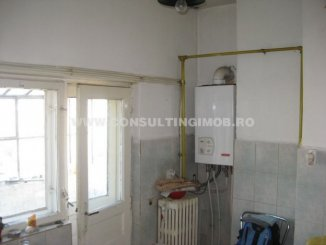 vanzare apartament cu 4 camere, semidecomandat, in zona Calea Calarasilor, orasul Bucuresti