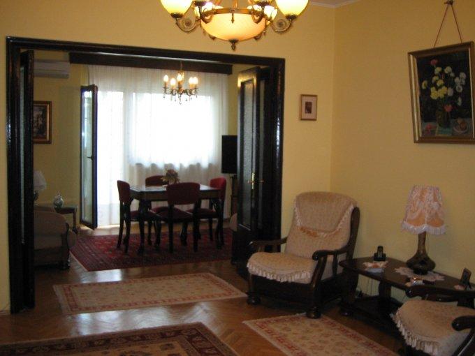 Apartament vanzare Universitate cu 4 camere, etajul 3 / 7, 2 grupuri sanitare, cu suprafata de 100 mp. Bucuresti, zona Universitate.