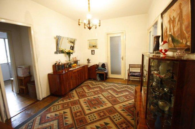 Apartament de vanzare in Bucuresti cu 4 camere, cu 2 grupuri sanitare, suprafata utila 110 mp. Pret: 130.000 euro. Usa intrare: Metal. Usi interioare: Lemn.