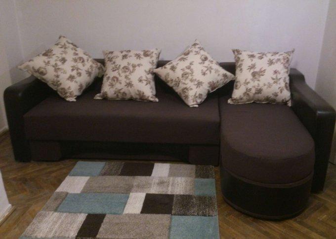 Apartament de vanzare in Bucuresti cu 4 camere, cu 1 grup sanitar, suprafata peste 145mp. Pret: 65.000 euro. Usa intrare: Lemn. Usi interioare: Lemn.
