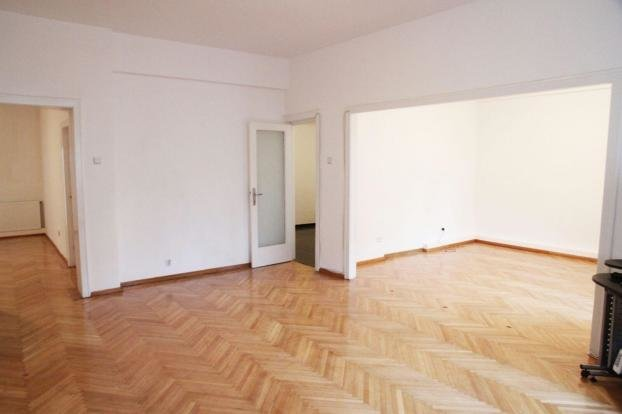 Apartament vanzare Bucuresti 4 camere, suprafata utila 120 mp, 2 grupuri sanitare, 1  balcon. 130.000 euro. Etajul 2 / 7. Destinatie: Rezidenta, Birou. Apartament Armeneasca Bucuresti