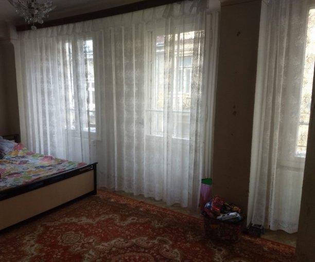 Apartament vanzare Unirii cu 4 camere, etajul 2 / 4, 2 grupuri sanitare, cu suprafata de 125 mp. Bucuresti, zona Unirii.