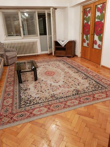 Apartament inchiriere Bucuresti 4 camere, suprafata utila 100 mp, 2 grupuri sanitare, 2  balcoane. 450 euro negociabil. Etajul 4. Apartament Unirii Bucuresti