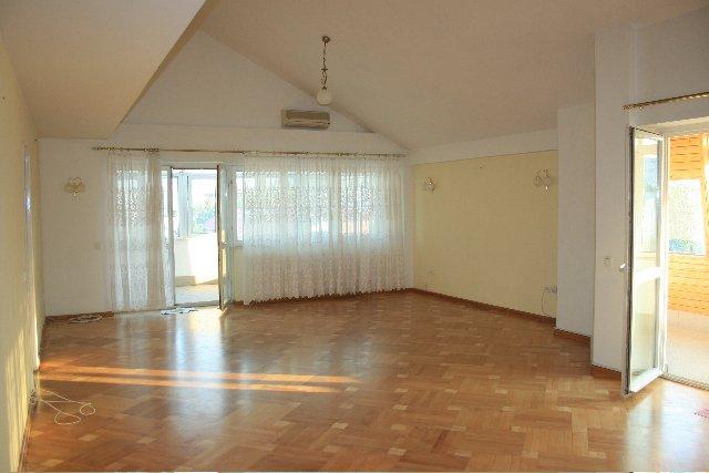 vanzare apartament decomandata, zona Dorobanti, orasul Bucuresti, suprafata utila 200 mp
