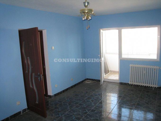 vanzare apartament cu 4 camere, semidecomandat, in zona Stefan cel Mare, orasul Bucuresti