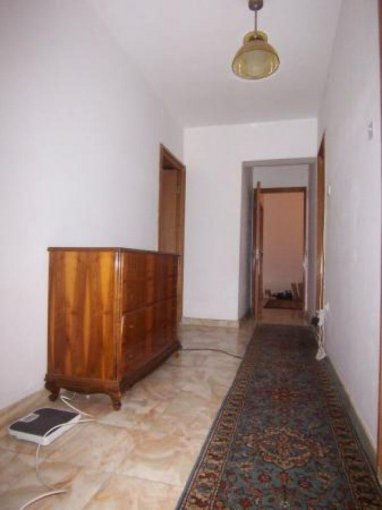 vanzare apartament decomandat, zona Piata Victoriei, orasul Bucuresti, suprafata utila 115 mp