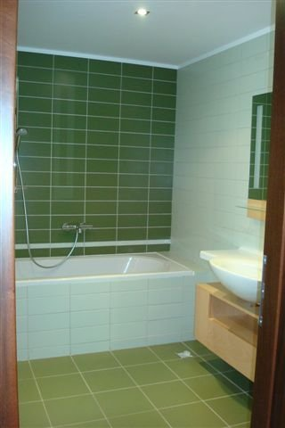 inchiriere apartament cu 4 camere, decomandat, in zona Capitale, orasul Bucuresti