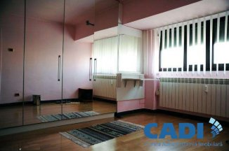 vanzare apartament decomandat, zona Unirii, orasul Bucuresti, suprafata utila 160 mp