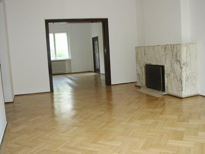 Apartament de inchiriat in Bucuresti cu 5 camere, cu 2 grupuri sanitare, suprafata utila 196 mp. Pret: 1.600 euro. Usa intrare: Metal. Usi interioare: Lemn. Nemobilat.