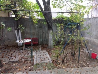 vanzare apartament cu 5 camere, semidecomandat, in zona Unirii, orasul Bucuresti