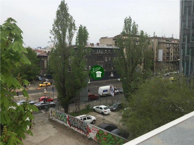 Birou de inchiriat Piata Victoriei Bucuresti cu 12 camere, cu 3 grupuri sanitare, suprafata 440 mp. Pret: 5.300 euro.