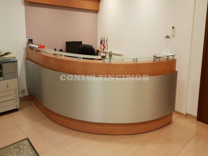 Birou de inchiriat direct de la agentie imobiliara, in Bucuresti, zona Piata Romana, cu 2.400 euro negociabil. 1  balcon, 2 grupuri sanitare, suprafata utila 150 mp. Mobilat modern.