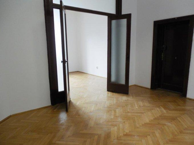 Birou de inchiriat direct de la proprietar, in Bucuresti, zona Romana, cu 1.600 euro. 2 grupuri sanitare, suprafata utila 181 mp. Nemobilat.