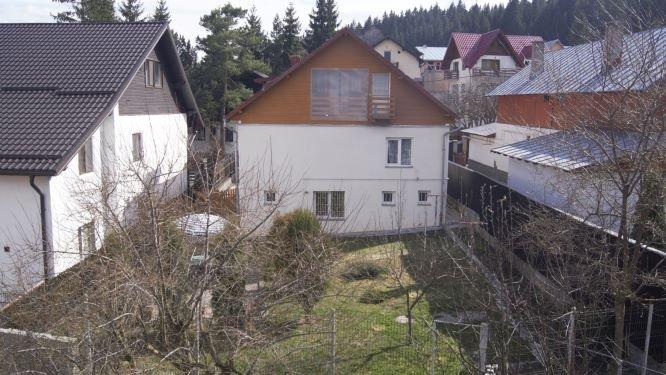 Casa de vanzare in Bucuresti cu 2 camere, cu 1 grup sanitar, suprafata utila 132 mp. Suprafata terenului 207 metri patrati, deschidere 10 metri. Pret: 59.000 euro. Usa intrare: PVC. Usi interioare: Lemn. Casa