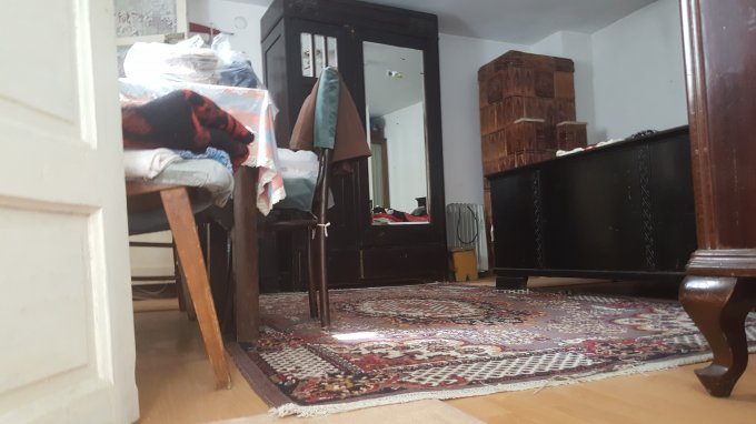 vanzare Casa Bucuresti Andronache cu 3 camere, 1 grup sanitar, avand suprafata utila 80 mp. Pret: 60.000 euro. Incalzire: Incalzire cu sobe. proprietar vand Casa.