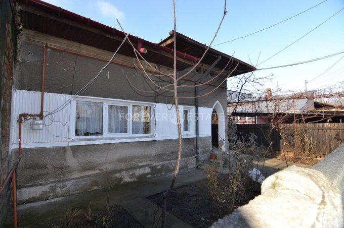 Casa de vanzare in Bucuresti cu 3 camere, cu 1 grup sanitar, suprafata utila 78 mp. Suprafata terenului 200 metri patrati, deschidere 8 metri. Pret: 79.900 euro negociabil. Usa intrare: Lemn. Casa