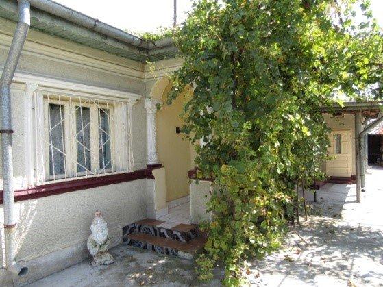 Casa de vanzare direct de la proprietar, in Bucuresti, zona Centru, cu 43.000 euro. 1 grup sanitar, suprafata utila 129 mp. Are  5 camere.