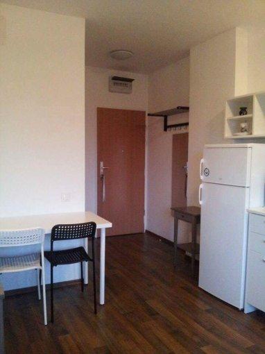 inchiriere Garsoniera Bucuresti, cu 1 grup sanitar, suprafata utila 40 mp. Pret: 200 euro. Incalzire: Incalzire prin termoficare. Racire: Sistem de ventilatie naturala.