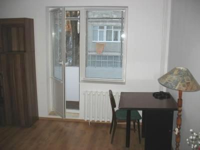 Garsoniera inchiriere Bucuresti, suprafata utila 40 mp, 1 grup sanitar, 1  balcon. 250 euro negociabil. Etajul 1 / 4. Garsoniera Basarabia Bucuresti