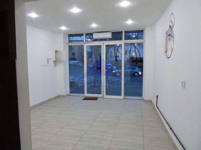 de inchiriat spatiu comercial cu 2 incaperi, 1 grup sanitar, suprafata de 32 mp. In orasul Bucuresti, zona Pache Protopopescu. 780 euro. Racire: Aer conditionat.