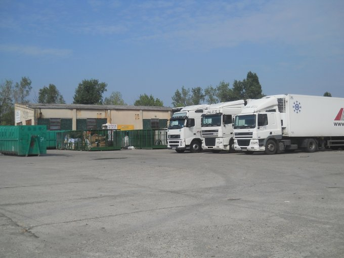 de vanzare spatiu industrial, 1 grup sanitar, suprafata de 5231.5 mp. In orasul Bucuresti. 5.050.000 euro. Suprafata terenului: 38616 metri patrati. Deschidere teren: 200 metri.