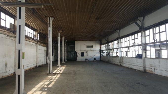 de inchiriat spatiu industrial, 1 grup sanitar, suprafata de 1000 mp. In orasul Bucuresti, zona Preciziei. 1.600 euro. Suprafata terenului: 10000 metri patrati. Deschidere teren: 10 metri.