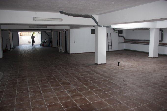 Spatiu industrial de inchiriat direct de la dezvoltator imobiliar, in Bucuresti, cu 3 euro negociabil. 1 grup sanitar, suprafata utila 400 mp. Incalzire: Centrala proprie a cladirii.