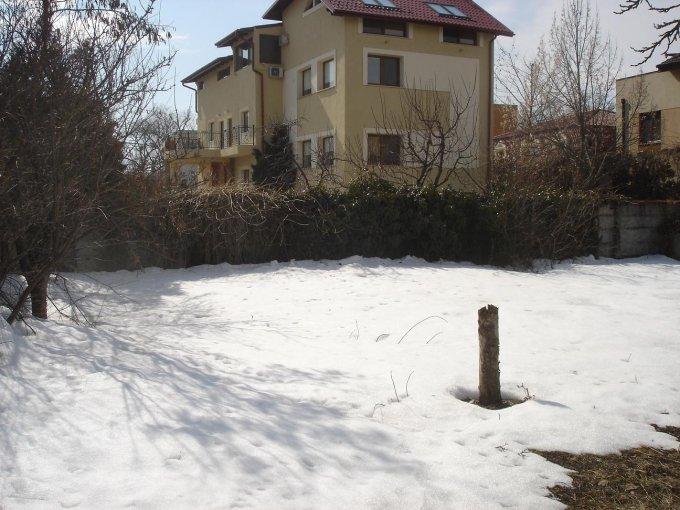Teren intravilan de vanzare in Bucuresti, zona Baneasa. Suprafata terenului 683 metri patrati, deschidere 6 metri. Pret: 315.000 euro. Destinatie: Rezidenta.