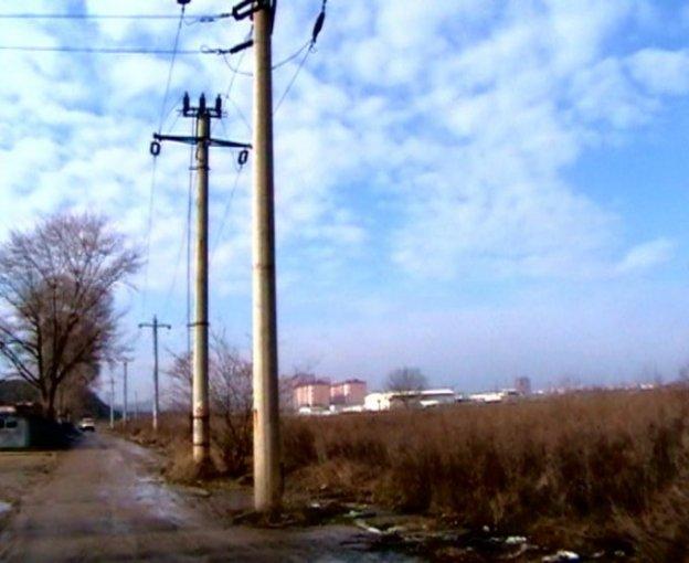 Teren intravilan de vanzare in Bucuresti, zona Vitan-Barzesti. Suprafata terenului 11200 metri patrati, deschidere 167 metri. Pret: 2.688.000 EUR negociabil. Destinatie: Comercial, Centru de afaceri, Magazin, Hala productie, Depozit.
