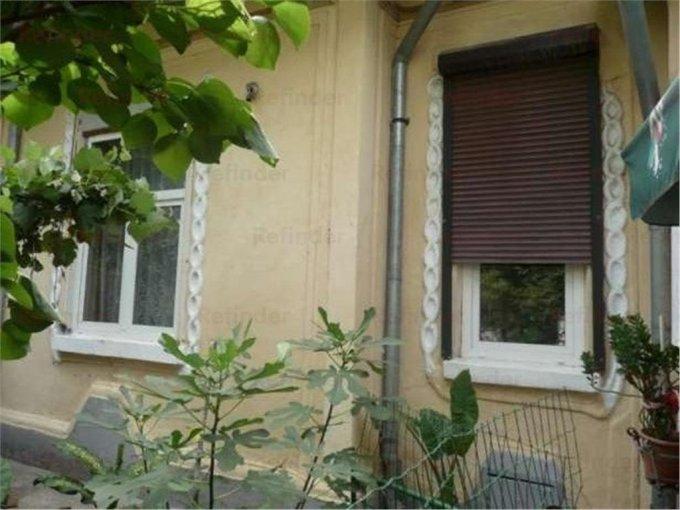 Vila de vanzare direct de la agentie imobiliara, in Bucuresti, zona Vatra Luminoasa, cu 250.000 euro. 2 grupuri sanitare, suprafata utila 130 mp. Are 1 etaj si 4 camere.