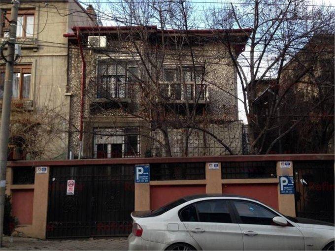 Vila cu 1 etaj, 10 camere, 3 grupuri sanitare, avand suprafata utila 190 mp. Pret: 750.000 euro. agentie imobiliara vanzare Vila.