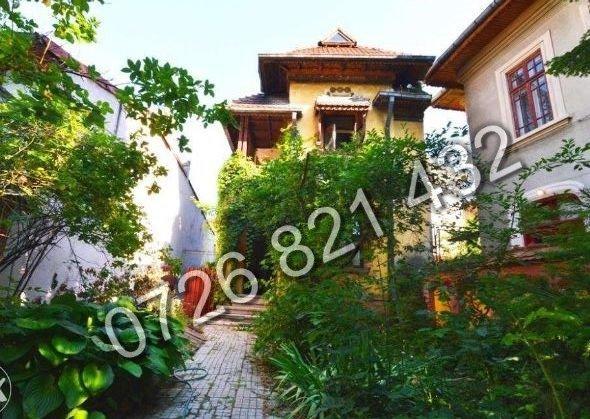 Vila de vanzare direct de la proprietar, in Bucuresti, zona Eminescu, cu 390.000 euro. 2  balcoane, 2 grupuri sanitare, suprafata utila 250 mp. Are 1 etaj si 4 camere.
