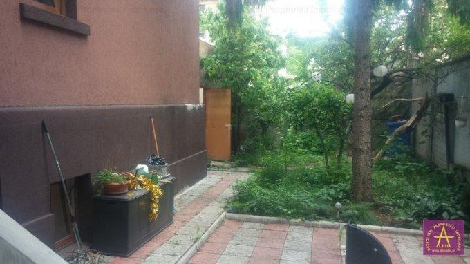 Vila de vanzare direct de la agentie imobiliara, in Bucuresti, zona Vatra Luminoasa, cu 198.000 euro. 1  balcon, 2 grupuri sanitare, suprafata utila 150 mp. Are 1 etaj si 3 camere.