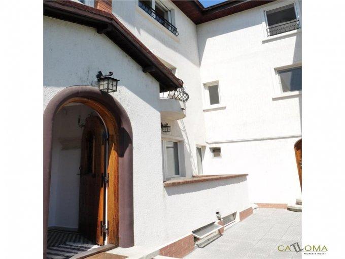 Domenii Bucuresti vila cu 7 camere, 1 etaj, 3 grupuri sanitare, cu suprafata utila de 262 mp, suprafata teren 215 mp si deschidere de 9 metri. In orasul Bucuresti, zona Domenii.