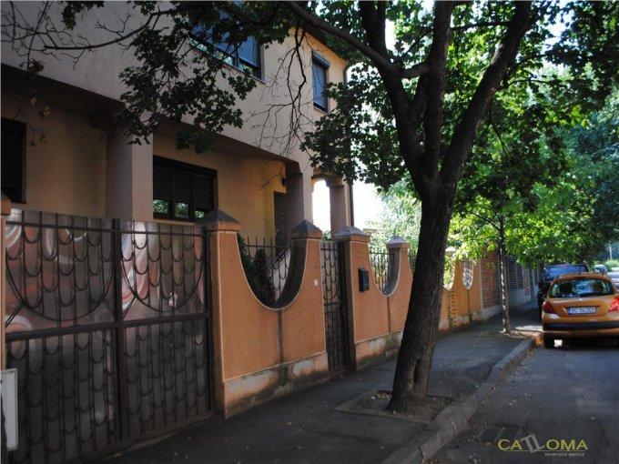Vila cu 1 etaj, 6 camere, 3 grupuri sanitare, avand suprafata utila 246 mp. Pret: 449.000 euro. agentie imobiliara vanzare Vila.