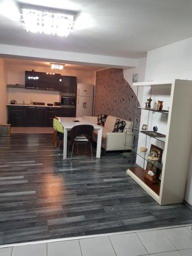 Vila cu 5 camere, 1 etaj, cu suprafata utila de 300 mp, 3 grupuri sanitare. 157.500 euro. Vila Colentina Bucuresti