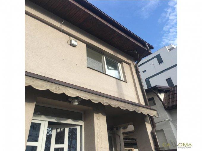 Vila de vanzare direct de la agentie imobiliara, in Bucuresti, cu 263.000 euro. 2 grupuri sanitare, suprafata utila 160 mp. Are 1 etaj si 5 camere.