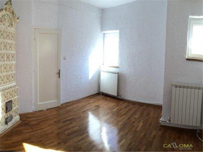 Vila cu 1 etaj, 7 camere, 4 grupuri sanitare, avand suprafata utila 208 mp. Pret: 3.200 euro. agentie imobiliara inchiriere Vila.