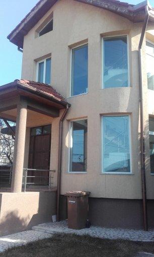 Vila de vanzare direct de la agentie imobiliara, in Bucuresti, cu 230.000 euro. 3 grupuri sanitare, suprafata utila 1 mp. Are 1 etaj si 5 camere.