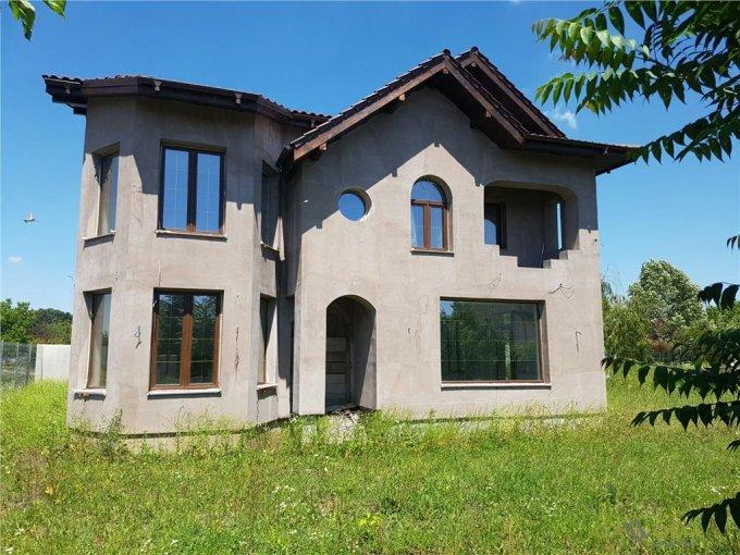 Pipera Bucuresti vila cu 5 camere, 1 etaj, 4 grupuri sanitare, cu suprafata utila de 232 mp, suprafata teren 1000 mp si deschidere de 329 metri. In orasul Bucuresti, zona Pipera.